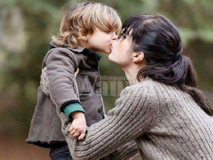 cium anak