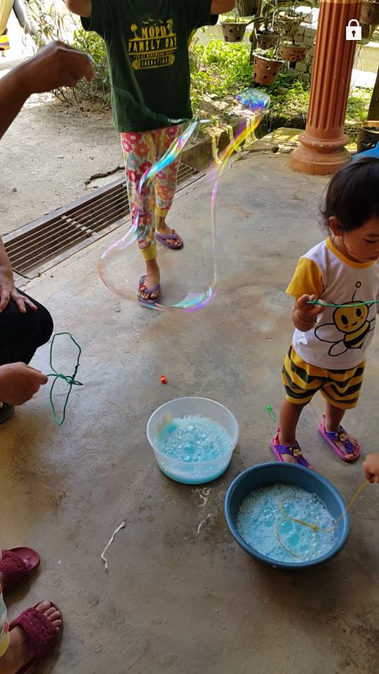 Buat Sendiri Belon Buih Saiz Gergasi 'Giant Bubble', Ini Syarat Main Agar Tak Mudah Pecah