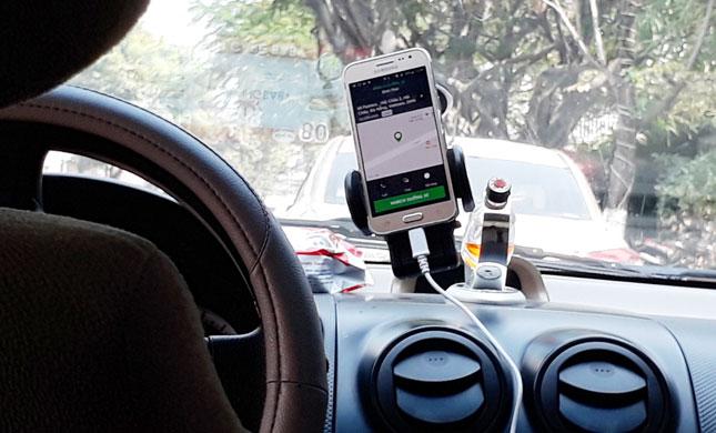 'Pelupa Akak Jadi Rezeki Saya,' Sebaik Sedekah RM2 Pemandu Grab Ini Dapat Rezeki Berlipat Ganda Lebih RM2000