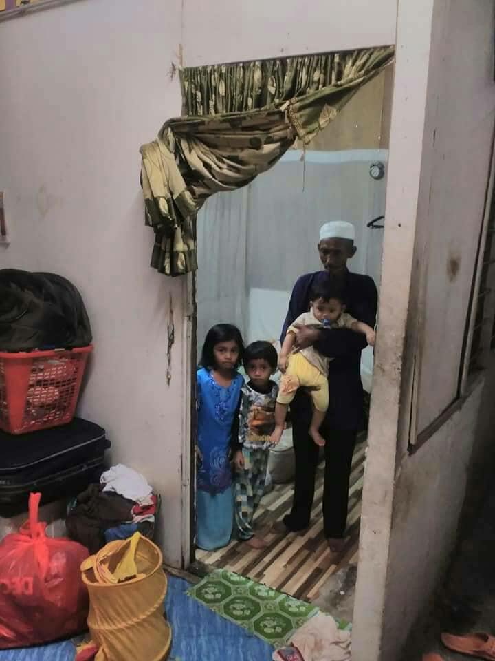 Bapa Anak 3 Ini Cuma Mampu Sewa Bilik, Sijil Lahir Anak Bongsu Juga Masih Bertangguh, Gaji RM800 Mana Nak Cukup