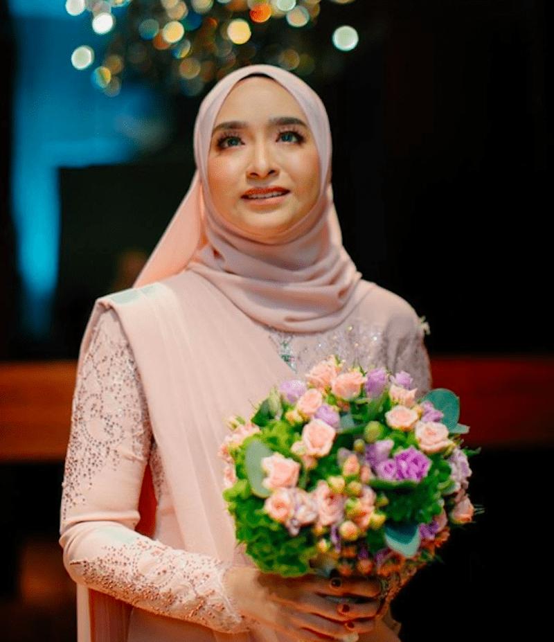 Cantiknya Anak Ziela Jalil, Dr Puteri Julia, Dah Pun Selamat Menjadi Tunangan Doktor