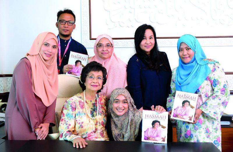 Wanita Ini.. Tun Dr Siti Hasmah Akan Sentiasa Menjadi Ibu, Ratu Di Hati Kita
