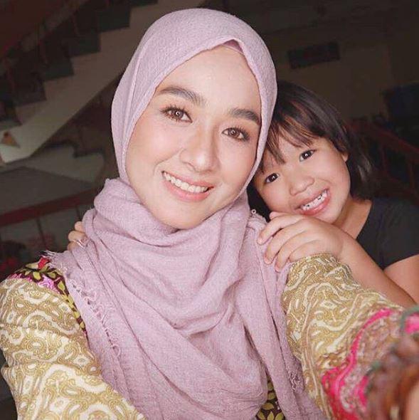 Farah Lee dan anak