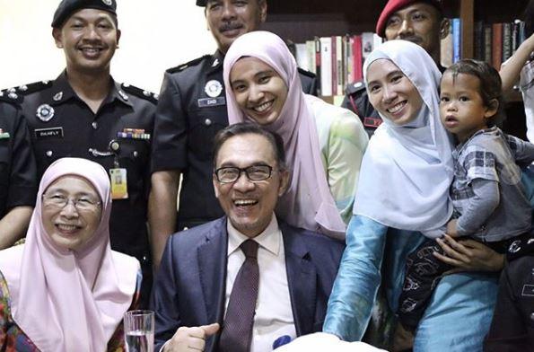 dr azizah