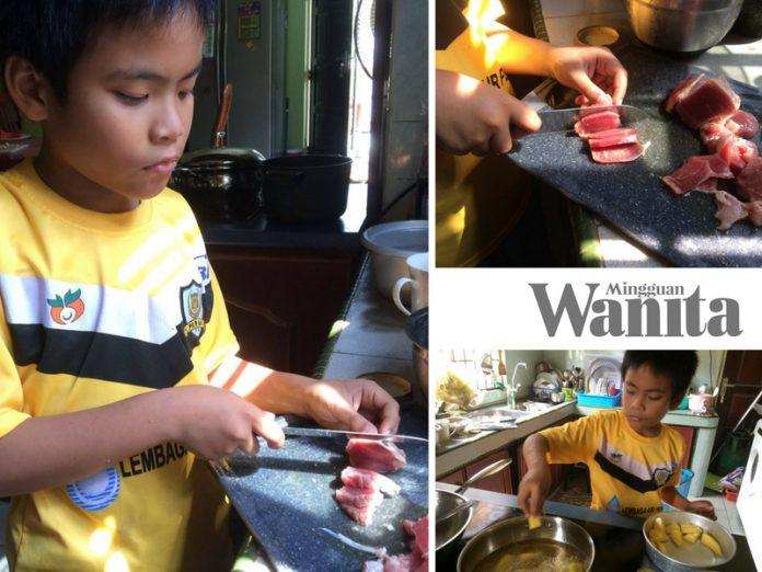 """""""Hafiz Pandai Dah Potong Daging Melintang Jaluran, Lembut Bila Dimasak' Ibu Jadi Mudah Bila Anak Lelaki Cekap Di Dapur"""