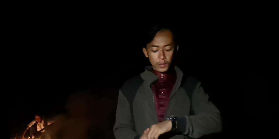 Cikgu, Dalam TV Budak Ke Sekolah Dengan Bas, Kenapa Kami Kena Naik Lori..