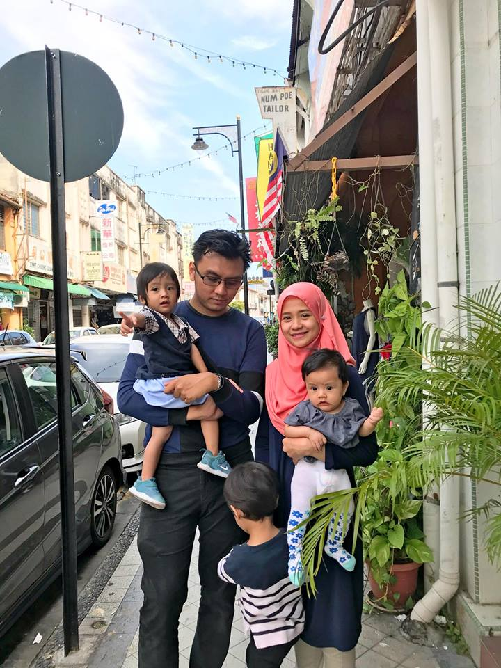 Cemburunya Suami Boleh Santai Tepi Kolam, Isteri 'Bergelut' 3 Anak Sampai Lupa Nikmat Makan