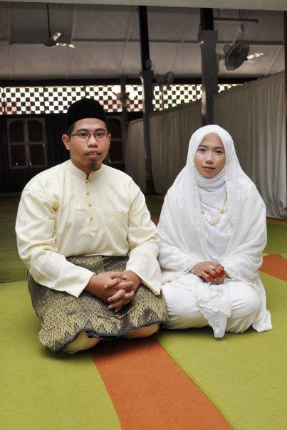 Gara-gara KAD NIKAH, Suami Isteri Ini Hampir Kena Cekup Khalwat Dalam Masjid