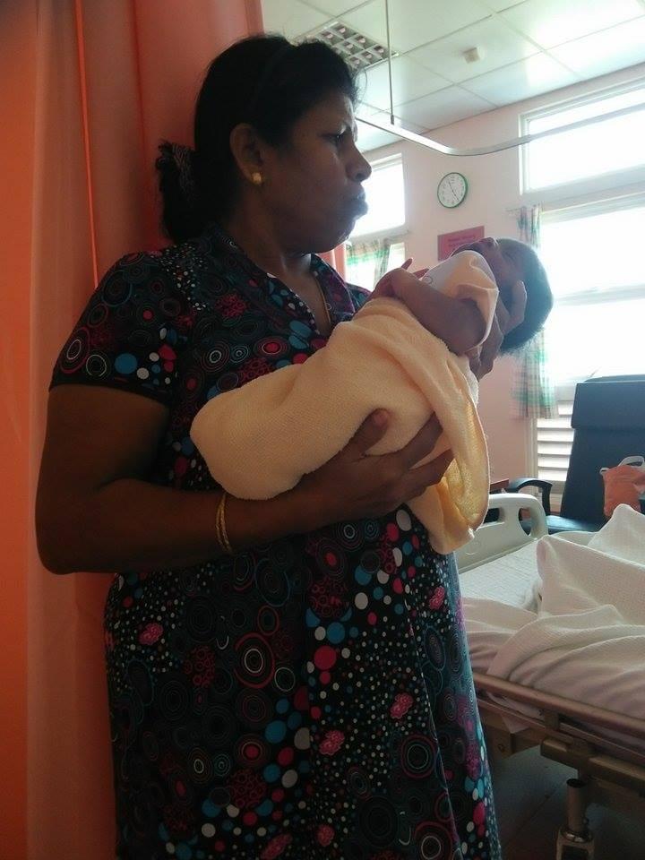 'Akak Tolong Susukan Anak Saya' Ibu Si Kembar Tak Kisah Menyusu Bayi Beza Bangsa