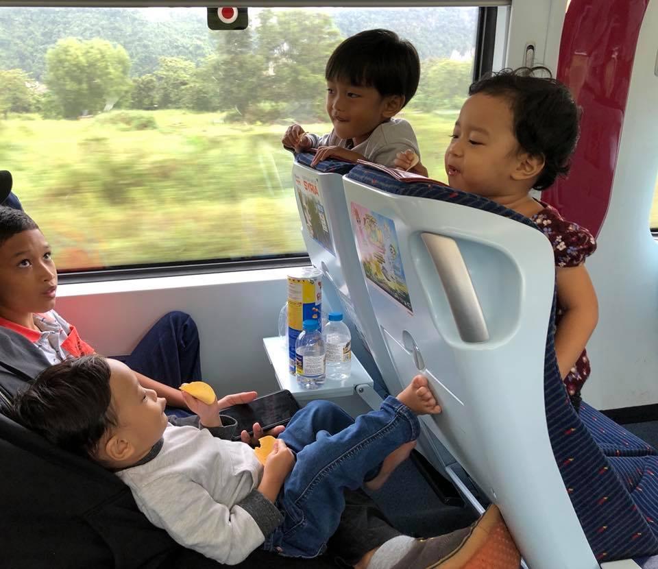 Ibu Ini Backpack Dengan Anak-anak Ke Hatyai, Mudahnya Cuma Naik ETS