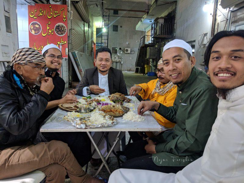 'Gi Mekah Nga Mutor' Indahnya Kisah 3 Lelaki Kelantan Tunai Umrah Naik Kapcai