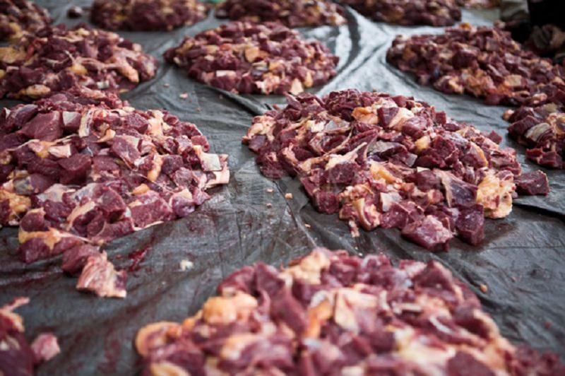Bahaya Guna Plastik Sampah Hitam Bungkus Daging Korban, Doktor Terang Sebabnya