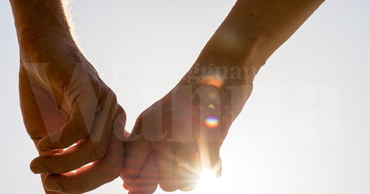 Godaan Cinta Plastik Lelaki Muda, Mak Sanggup Rampas Kekasih Anak