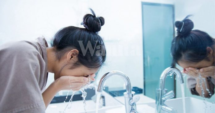 Ini Rahsia Kulit Pinkish Berseri, Salah Satunya Pilih Pencuci Muka Yang Betul