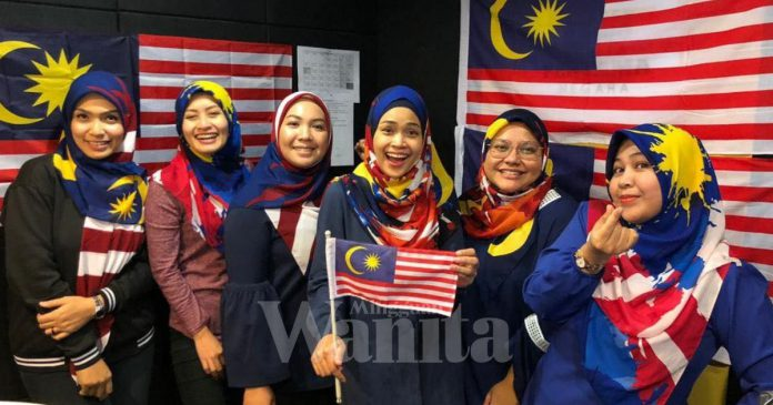 Peneraju Radio Sedondon Sarung Tudung Merdeka, Gara-gara Cikgu Sekolah