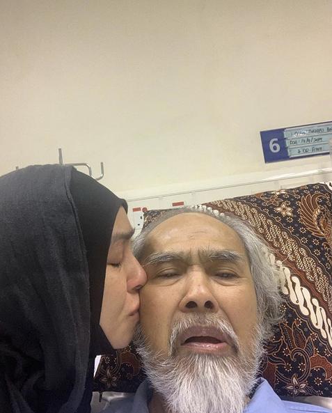 Ayahnya Sakit, Adik Beradik Dr Norzizi Zulkifli Bergilir Jaga Ikut Jadual