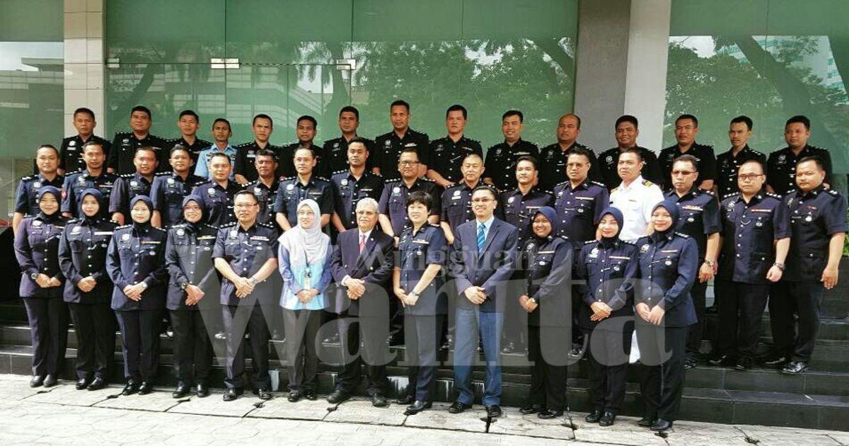 Impian ASP Nor Aznim Bte Khaironniam adalah menjadi guru. Namun demi memenuhi impian  ayah,  Nor Aznim  memilih menjadi Pegawai Polis.