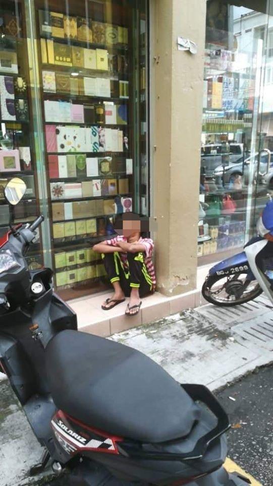Di Lorong Itu.. Ada Anak Lelaki Selalu Tidur, Dengan Perut Kelaparan