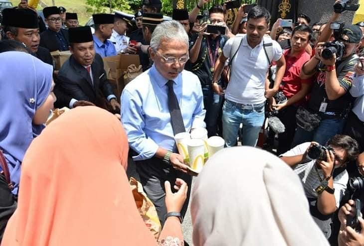 Tuanku Junjung Adab Melayu, Ketika Ada Tetamu, Hidang Makanan Tanda Meraikan