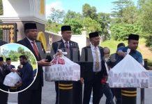 KDYMM Agong Prihatin, Belanja Petugas Media Berkampung Depan Istana Makan KFC