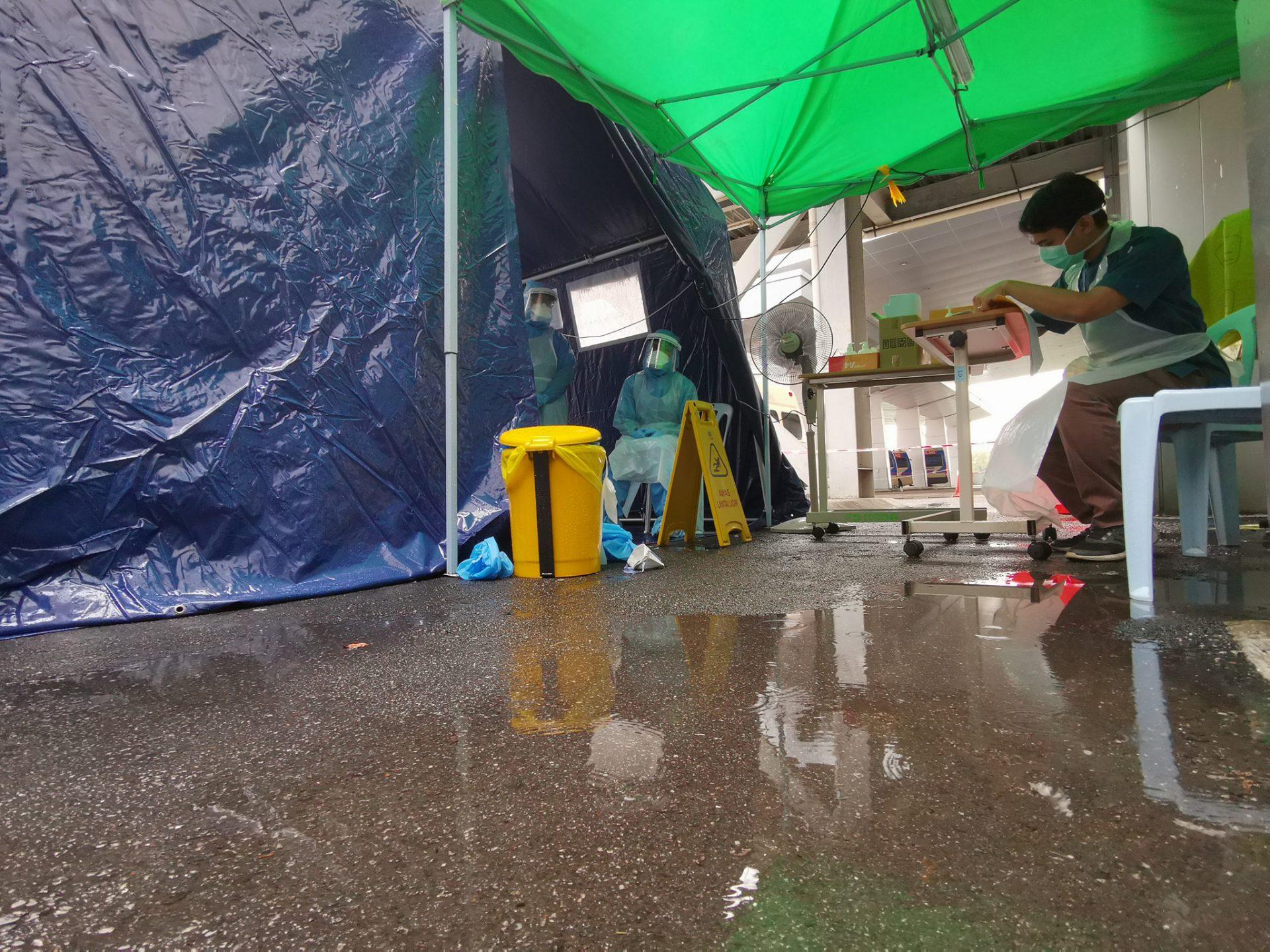 'Tak Sempat Makan, Terdedah Heat Stress..' Realiti Petugas Khemah Saringan Covid-19