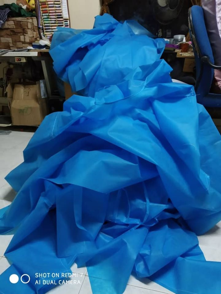 Jahit Baju PPE, Cara Mak Lepaskan Rindu, Terkenang Acap Hilang