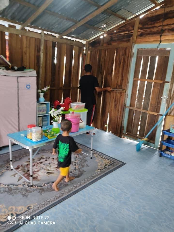 'Sebelum Keluar Kemas Dulu..' Walau Tinggal Rumah Atas Air Tetap Bersih