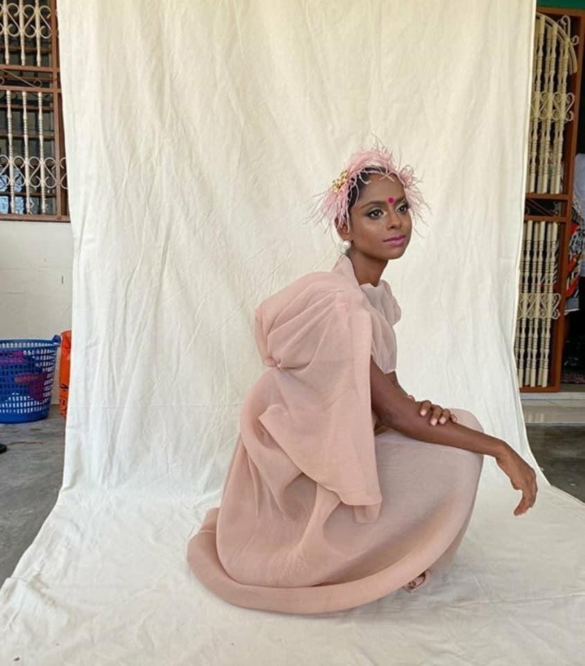 Sugu Pavithra, Dari Youtuber Masak-masak Ke Model Yang Menawan