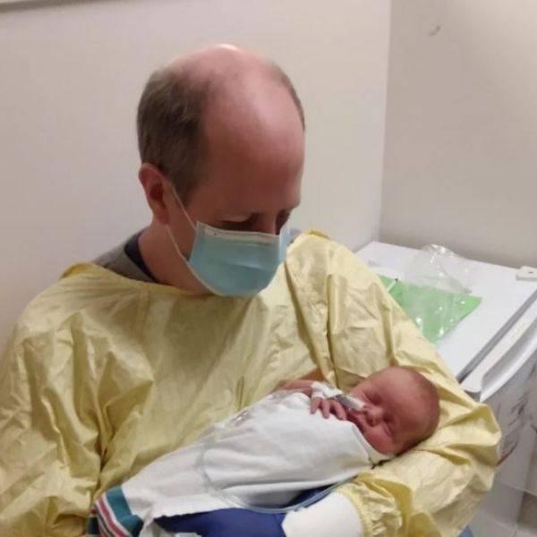 Bayi Dilahirkan Secara Caesarean Ketika Ibu Di ICU & Ada Covid-19