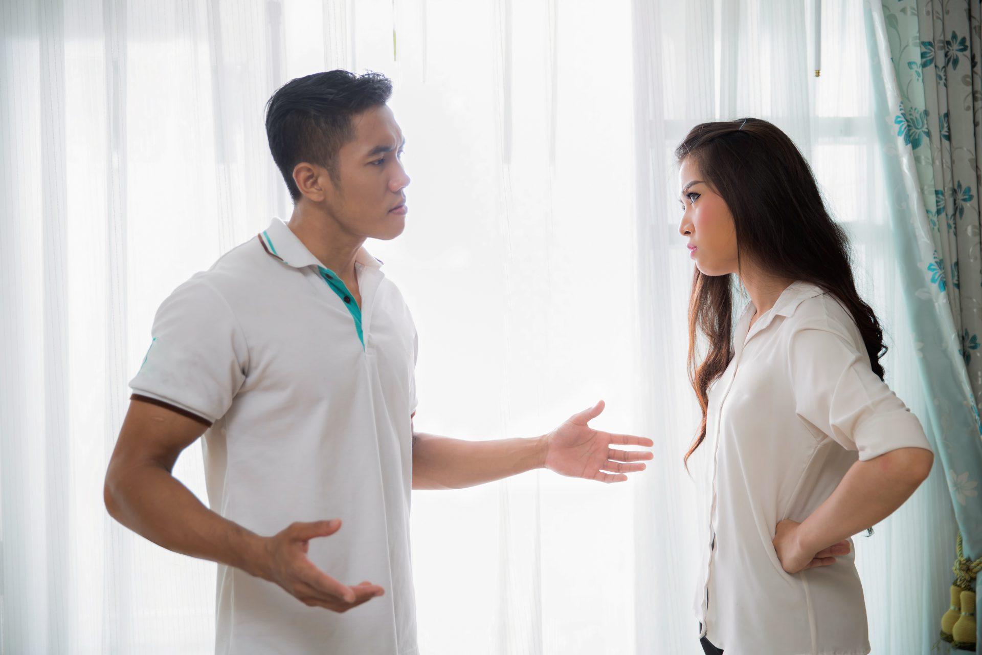 angan Jadikan Gajet Orang Ketiga Dalam Rumah Tangga, Suami Isteri Tolong Prihatin