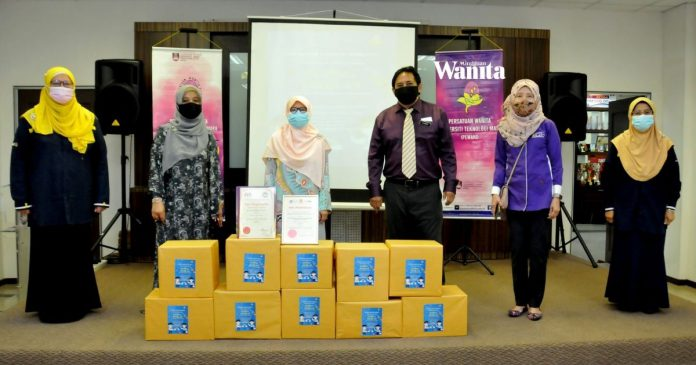 'Inisiatif Ringankan Beban MakAyah' 20 Sekolah Terima Sumbangan 50,000 Pelitup Muka